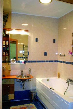 ديكورات حمامات صغيرة جدا