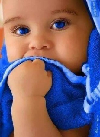صور اطفال عيون زرقا