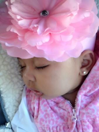 صور طفلة نائمة