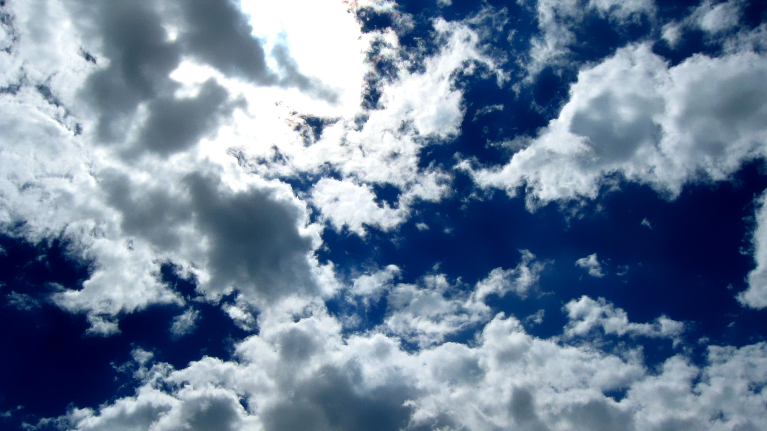 Облака в голубом небе  № 1666030 бесплатно