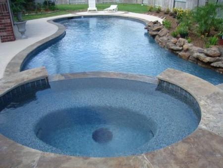 حمامات سباحة بالصور بتصميمات فخمة للفلل (4)