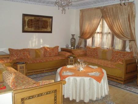 حوائط بألوان جديدة 1 450x338 صور الوان دهانات حوائط المنزل و غرف النوم المودرن و الكلاسيكية