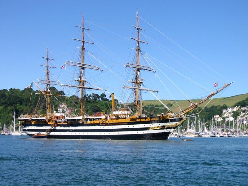 سفن بالصور (1)
