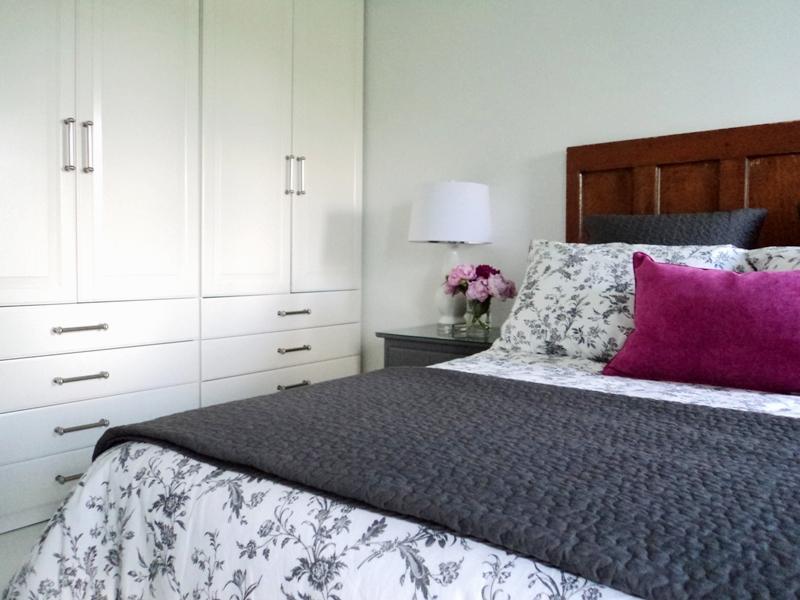 غرف نوم بيضاء مودرن  (4)