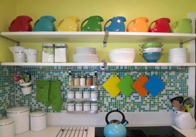 صور رفوف للمطبخ مودرن اشكال ارفف مطابخ شيك (2)