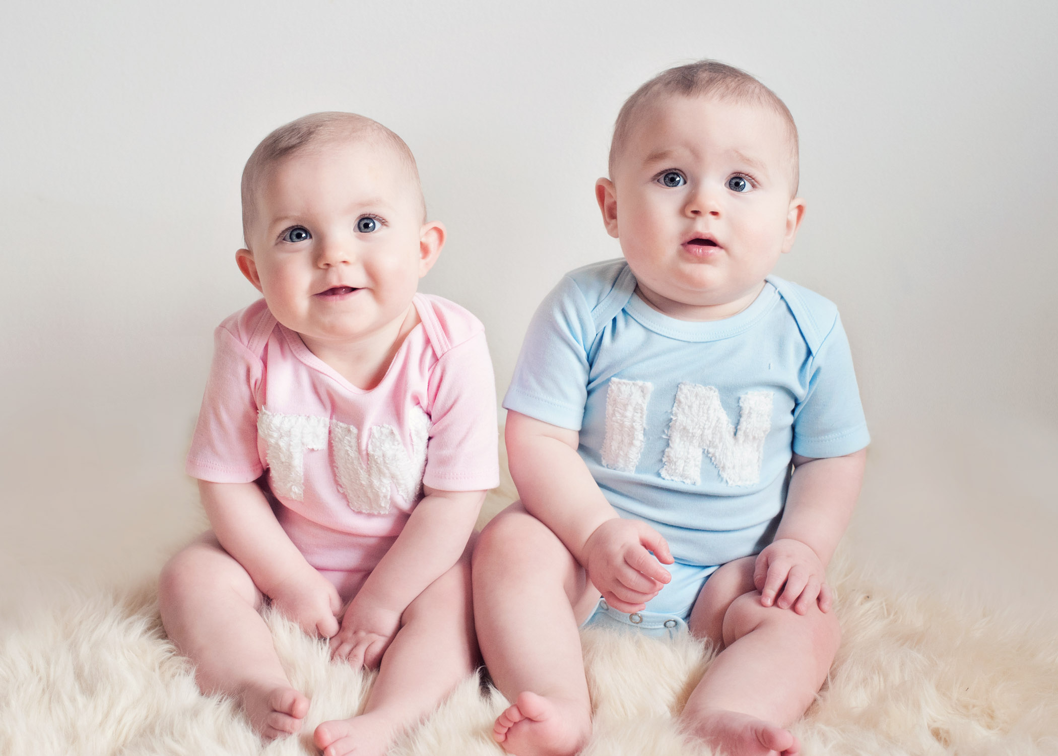Cute Baby Boy 2 Wallpapers: صور اطفال توائم حلوين مواليد اجمل الاطفال التوائم