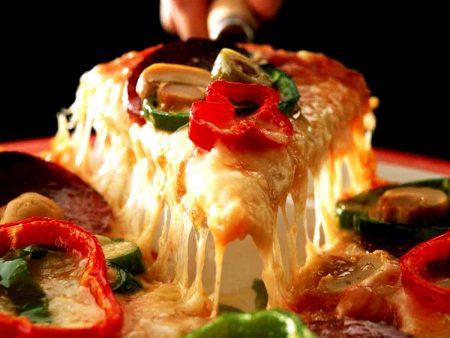 تقديم البيتزا بالصور (3)