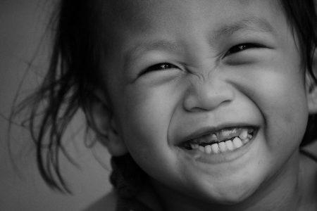 صور اطفال مضحكة ابيض واسود (2)