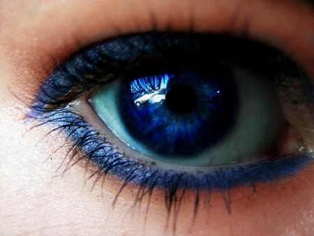 عين زرقاء (1)