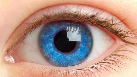 عين زرقاء (2)
