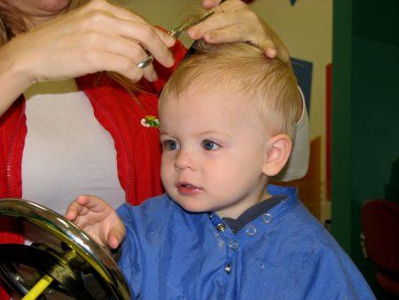 قصات شعر جديدة للأولاد (3)