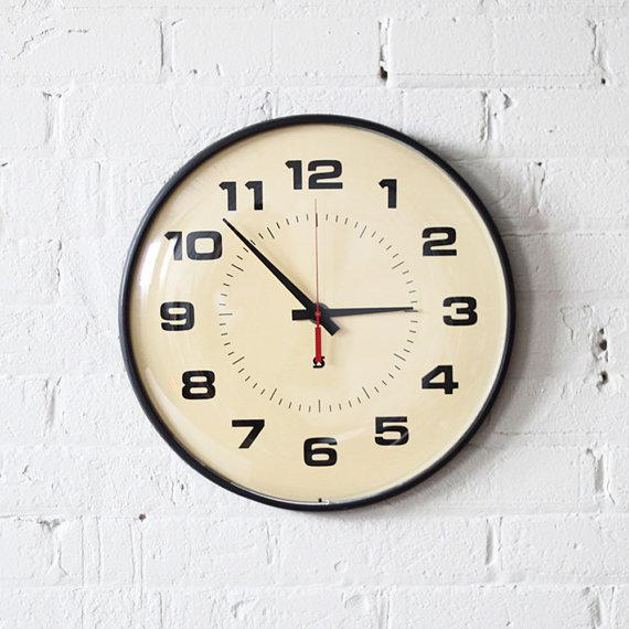 صور ساعات حائط مودرن بأشكال شيك للشقق والفلل ميكساتك