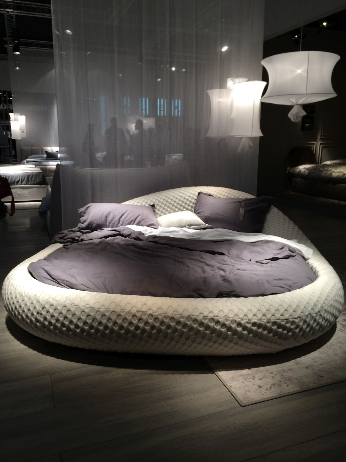 صور غرف نوم سرير دائري حديث مودرن فخم ميكساتك