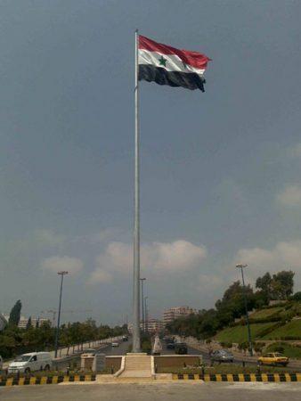 علم سوريا يرفرف (1)