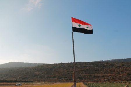 علم سوريا يرفرف (3)