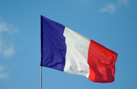 رفرفة علم فرنسا (3)
