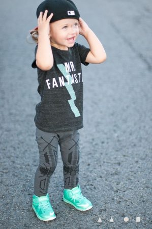 صبيان صغار بالصور