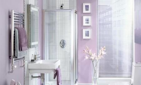 حمامات صغيرة الحجم باللون البنفسجي