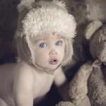 اطفال عيونها زرقاء