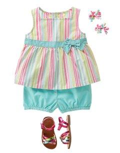 ملابس بنات صغار