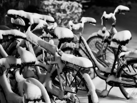 snowy bicycles wallpaper 800x600