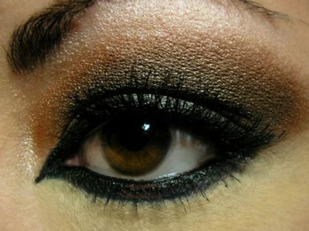 طريقة مكياج عيون (3)