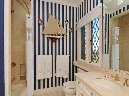 حمامات بالاكسسوارات الخاصة بها (2)