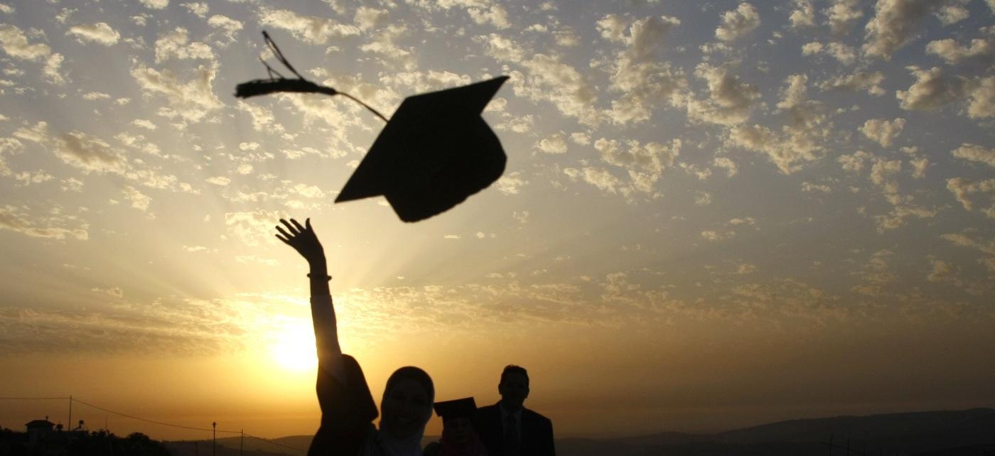 عن التخرج من الجامعة جميلة 4