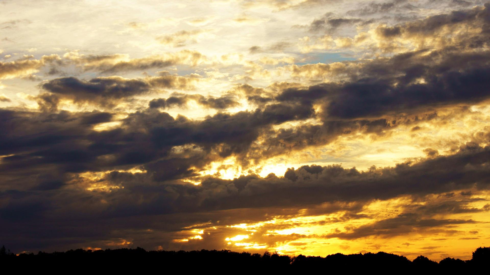 غروب الشمس HD 4