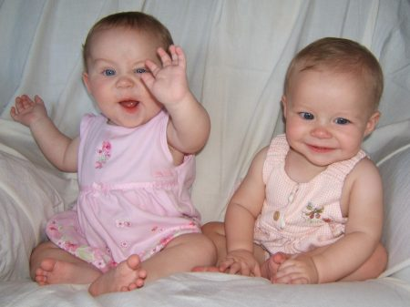 اطفال توائم جميلة جدا (4)