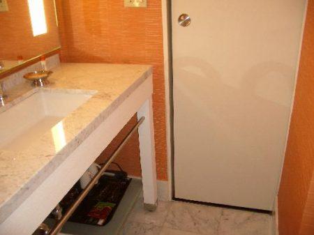 ابواب حمامات خشب والمنيوم جديدة مودرن  (3)
