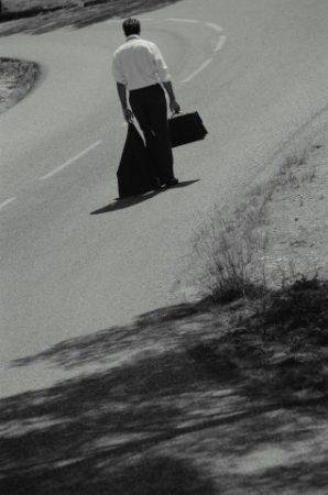 صور وداع مسافر  (1)