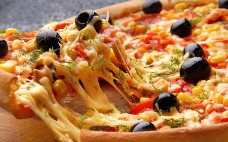 تقديم البيتزا بالصور (1)