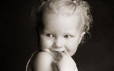 صور اطفال مضحكة ابيض واسود (4)