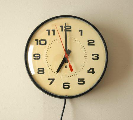 524a6418f صور ساعات حائط مودرن بأشكال شيك للشقق والفلل | ميكساتك