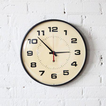 صور ساعات حائط مودرن بأشكال شيك للشقق والفلل (3)