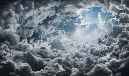 سماء في غيوم (2)