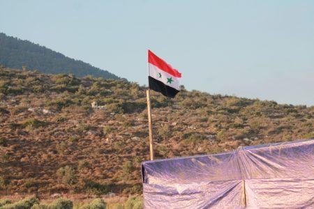 علم سوريا يرفرف (2)