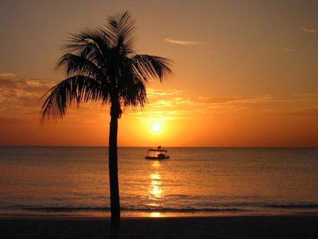 اجمل صور غروب الشمس امام البحر (2)