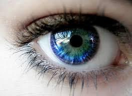 اشكال عيون خضراء (1)