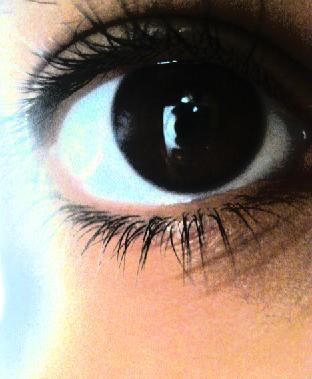 العيون السود بالصور (3)