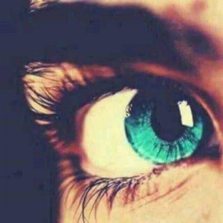 عيون زرقاء 1