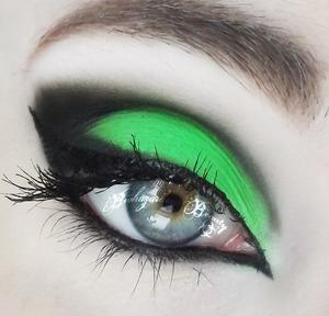 رمزيات وخلفيات عين خضراء (1)