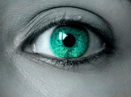 عين باللون الاخضر (3)