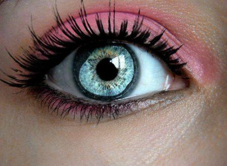 عيون زرقاء (3)