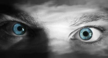 عيون زرقاء (4)