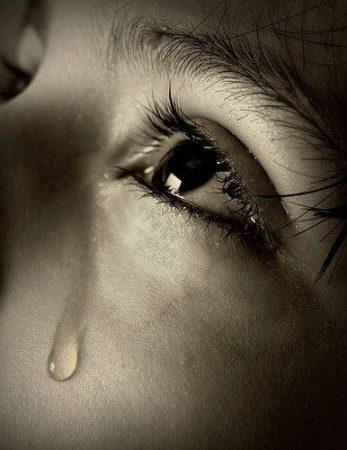 دموع حزينة بالصور (1)