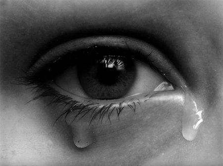 صور عيون تبكي وتدمع رمزيات دموع عيون حزينة ميكساتك