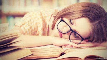 صور عن النوم الكثير (1)