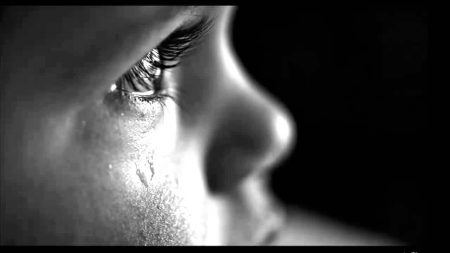 صور عيون دموع (2)